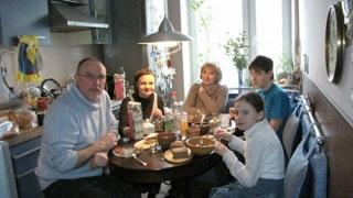 Чаепитие в семье Старостиных. Фото Александра Белицкого