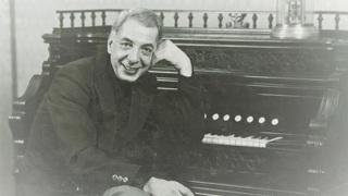 Микаэл Таривердиев. Фото из домашнего архива композитора