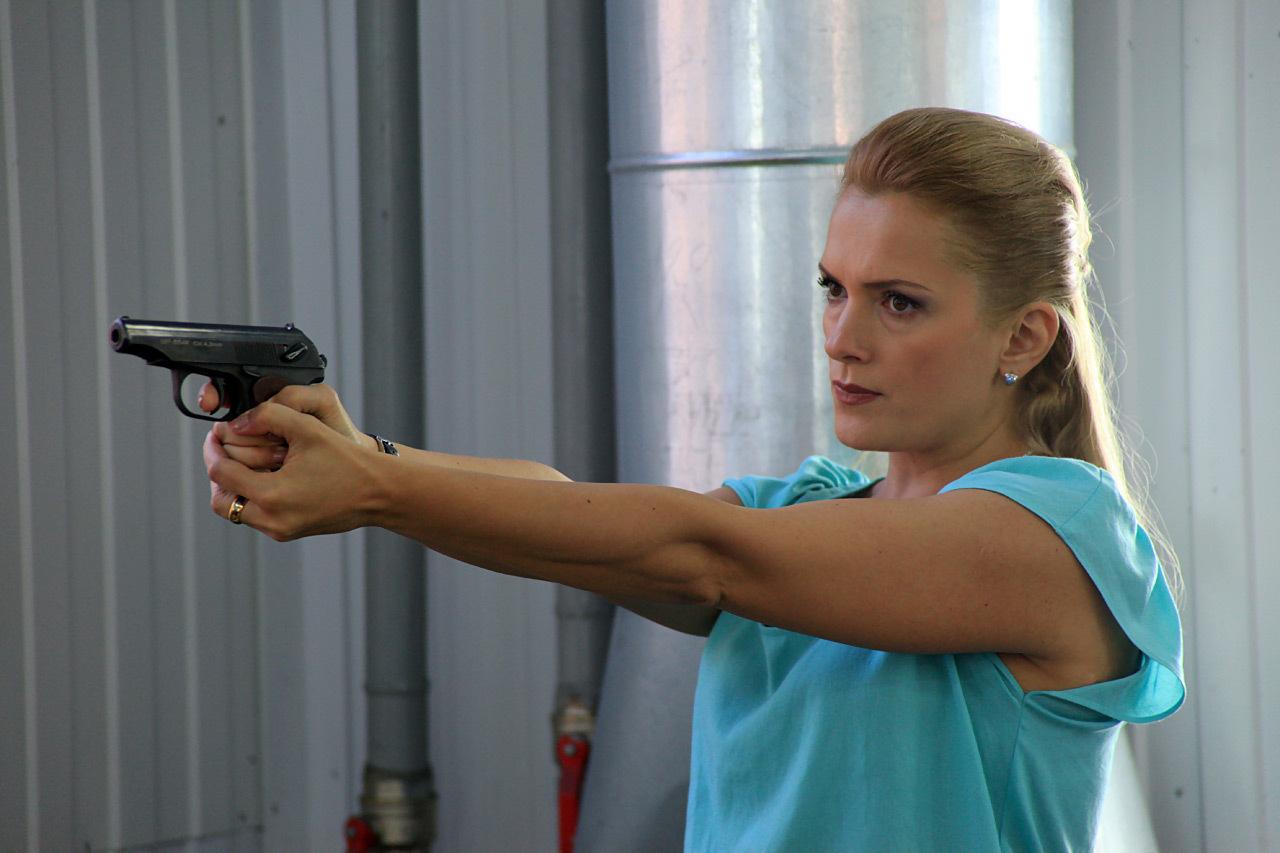 Скачать по горячим следам (сезон 1) (2011) через торрент.