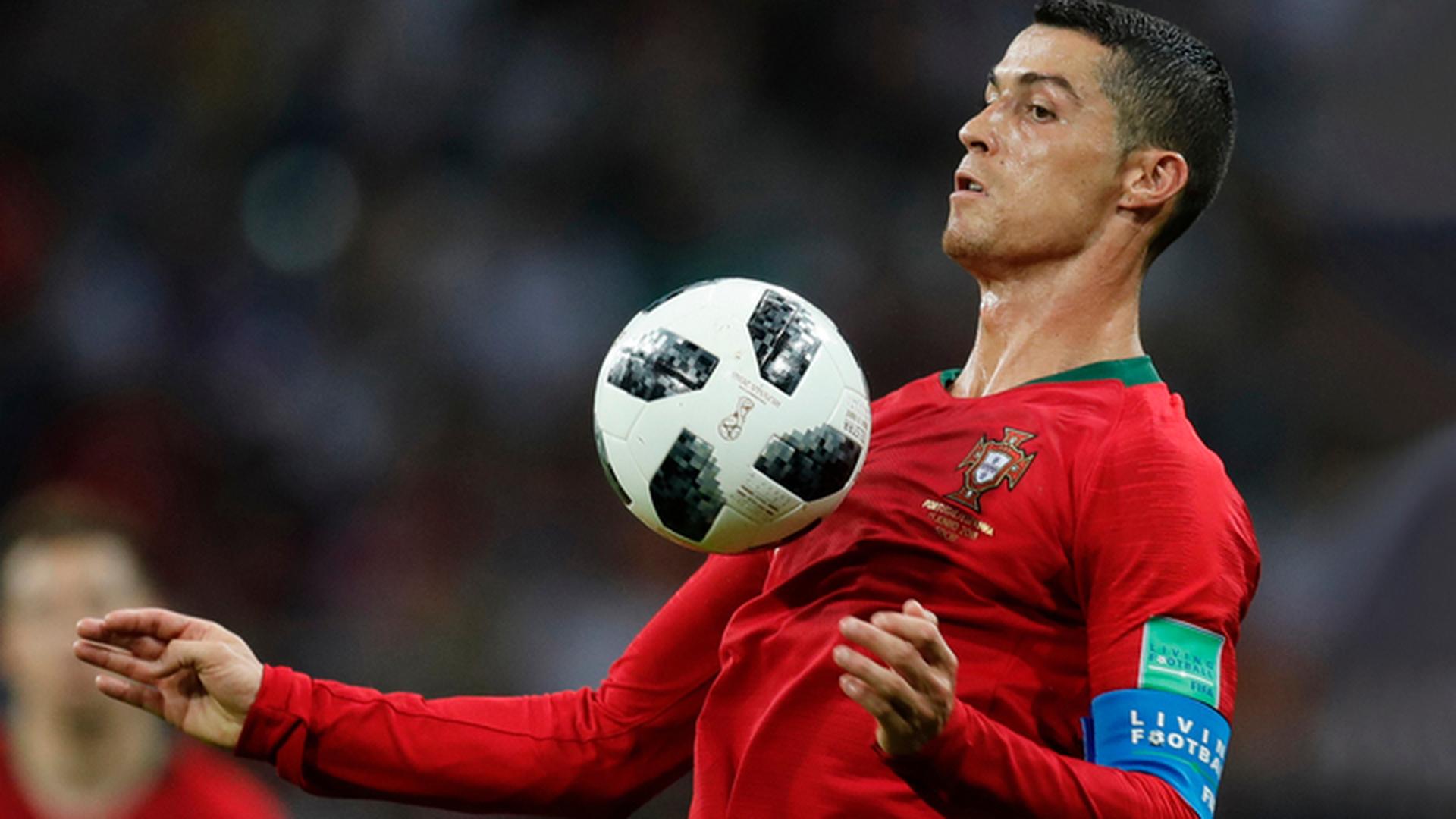 Португалец Роналду начнет игру с Уругваем в стартовом составе