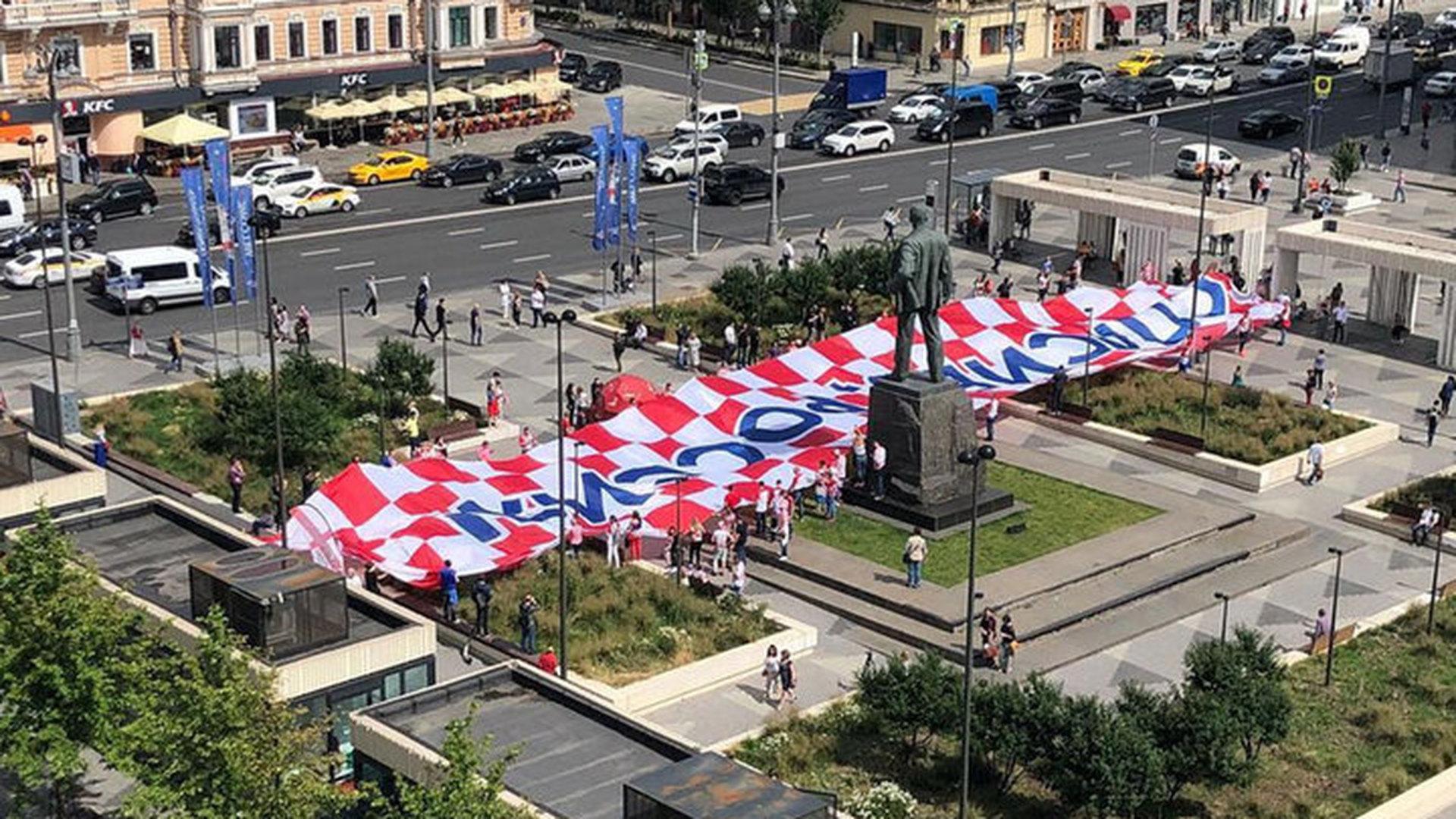 «Спасибо, Россия»: В столице болельщики изХорватии обратились кроссиянам