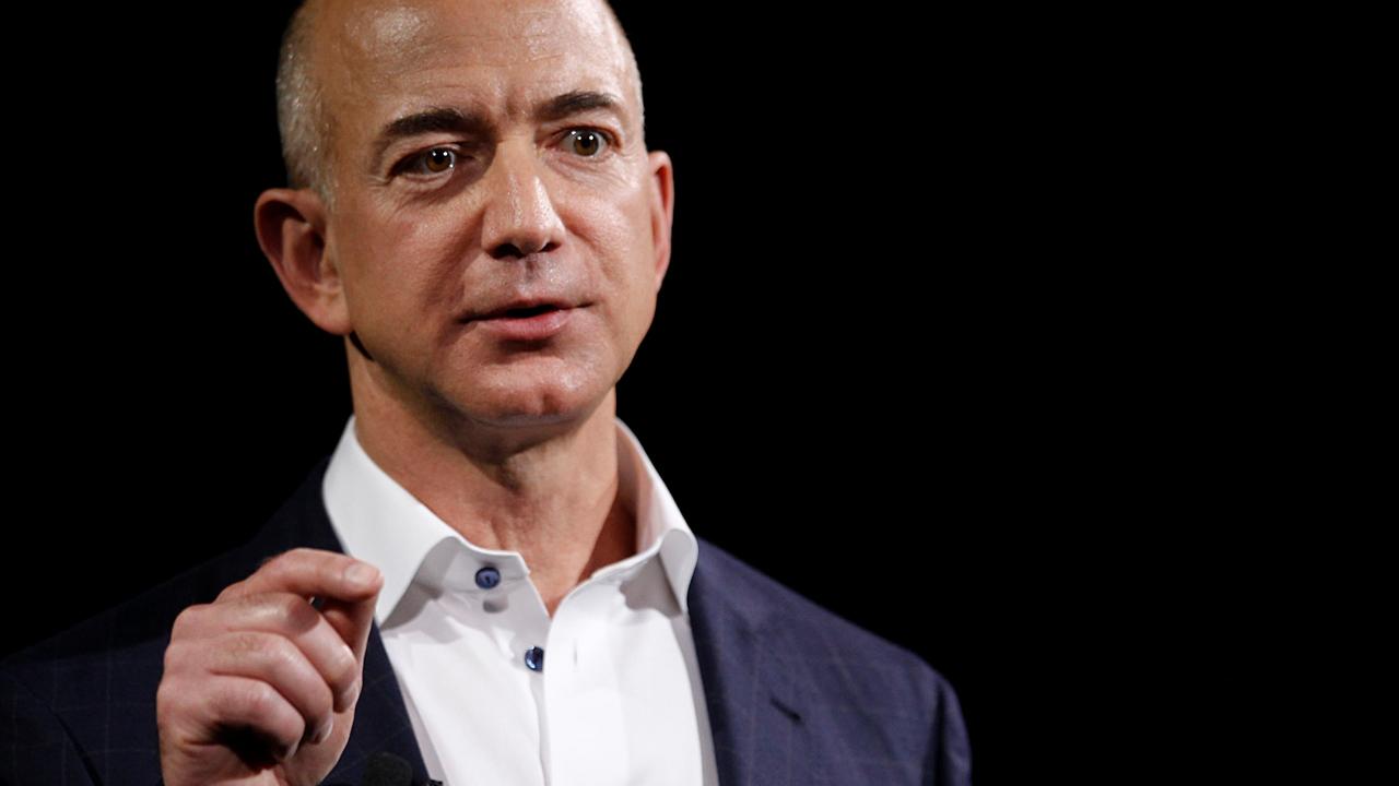 Глава Amazon: поддерживающий Трампа таблоид шантажирует меня интимными селфи
