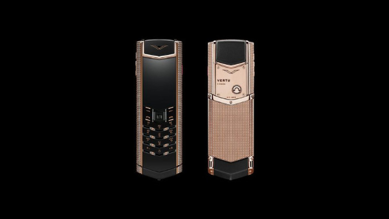 Vertu продает на аукционе коллекцию телефонов из собственного музея