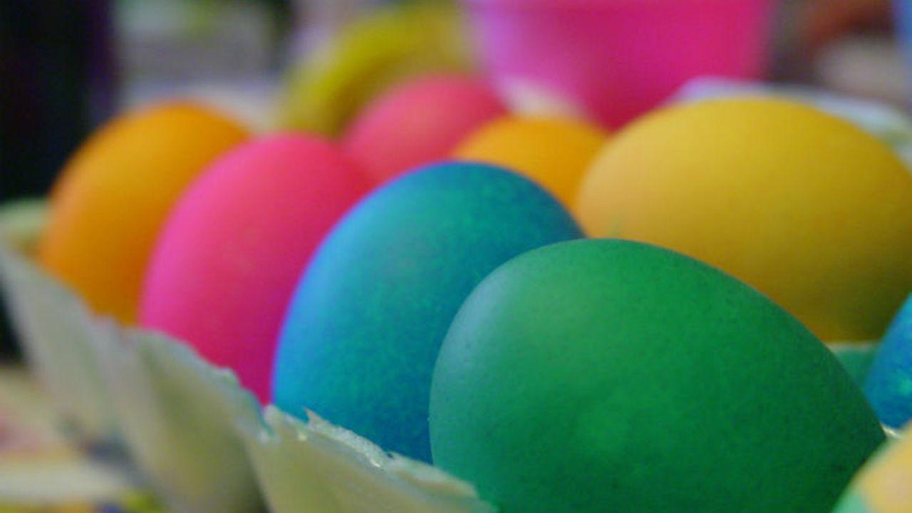 Химики поделились секретом идеального окрашивания пасхальных яиц