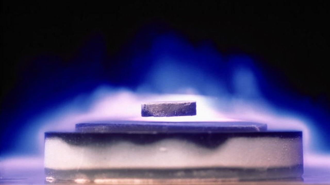 Рекордно теплый сверхпроводник работает при температуре Антарктиды