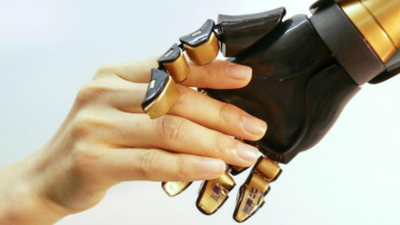 Новые датчики помогут наделить протезы осязанием