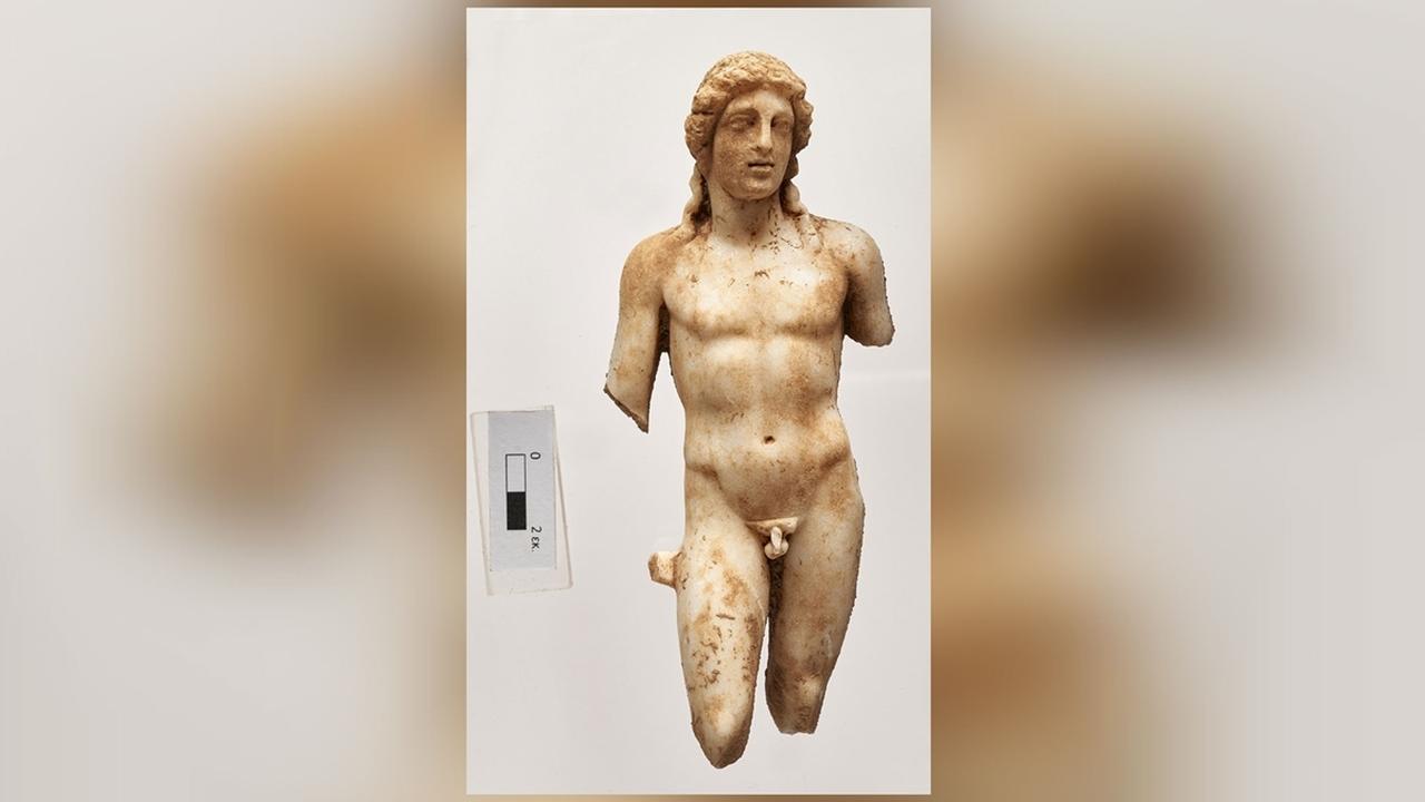 Археологи нашли на Крите древние скульптуры античных богов