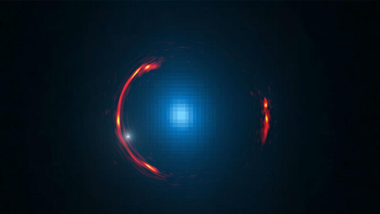 Астрономы обнаружили карликовую галактику из тёмной материи на известном снимке