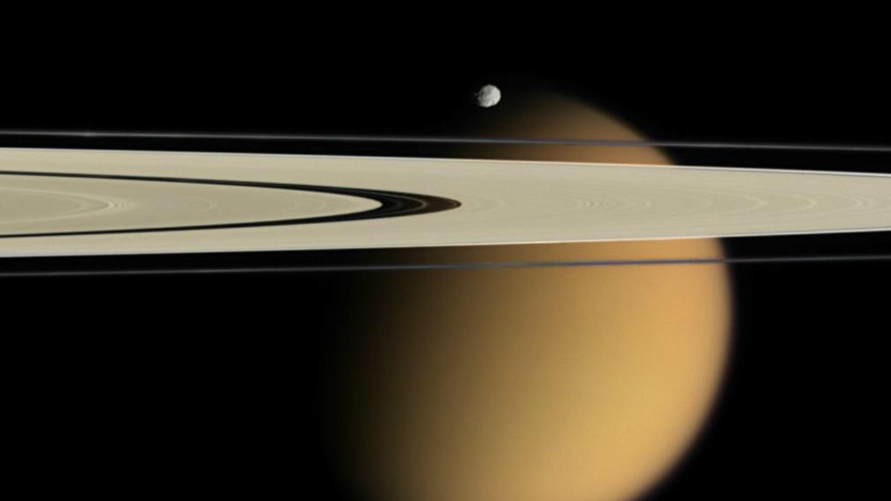 """""""Кассини"""" готовится к последнему погружению в атмосферу Сатурна"""