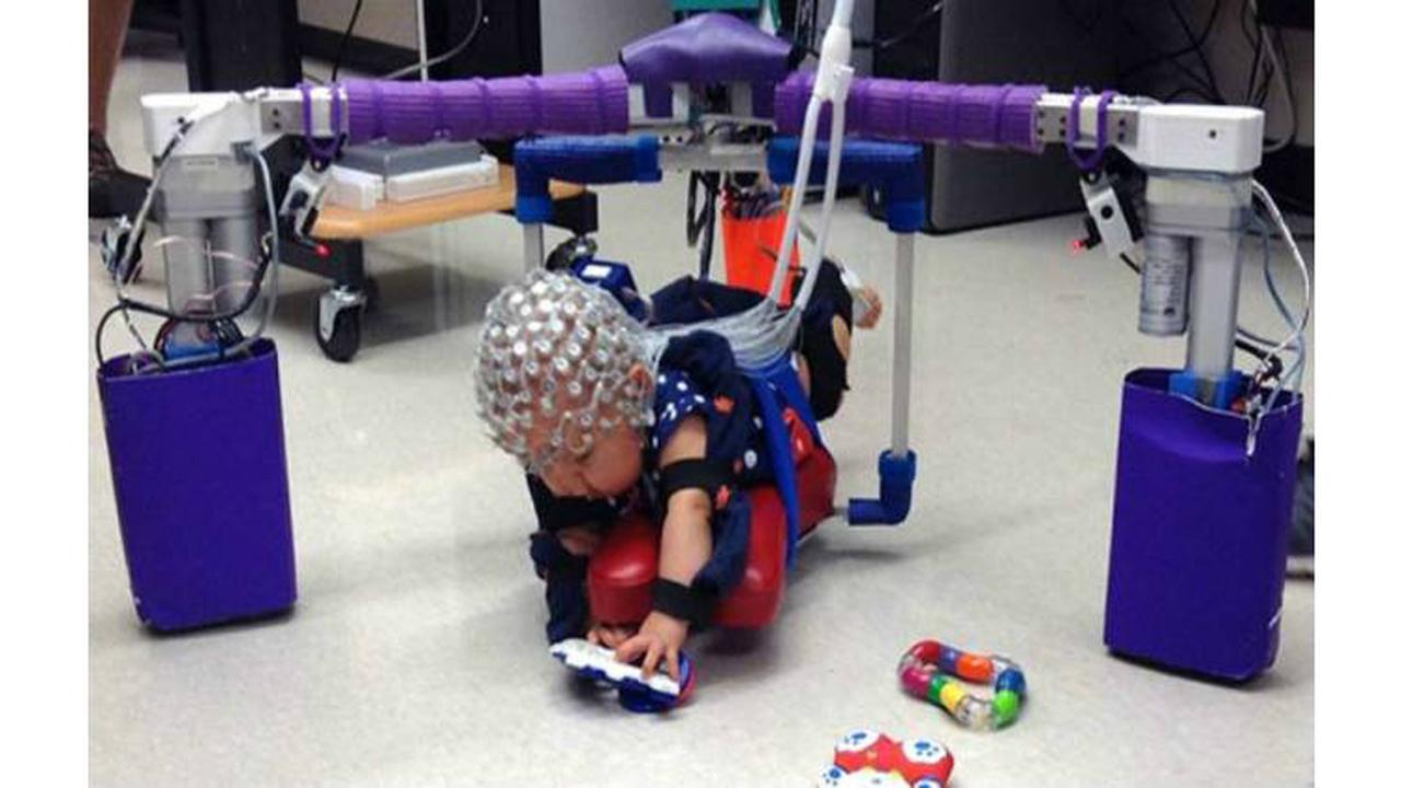 Роботизированный экзоскелет-ползунок поможет малышам с риском ДЦП