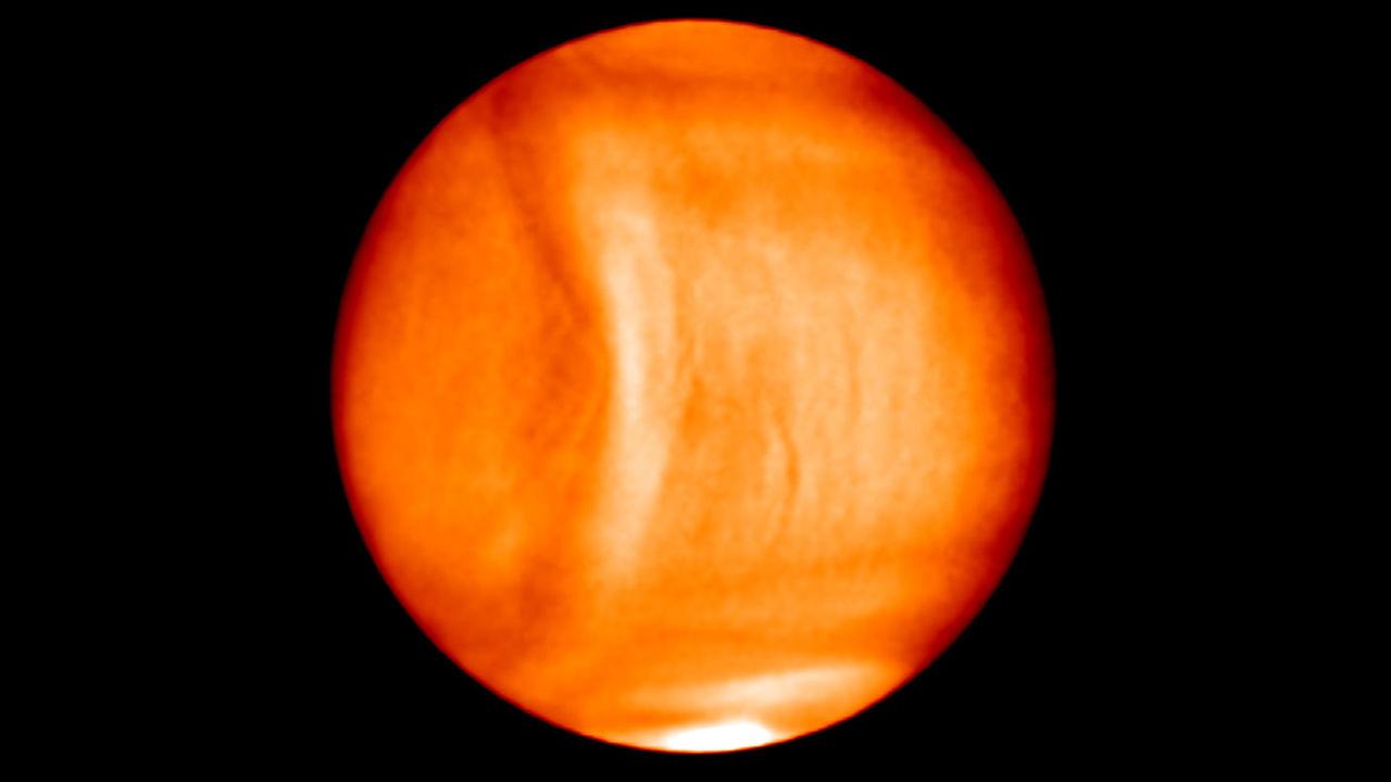"""Астрономы заметили странную """"улыбку"""" в атмосфере Венеры"""
