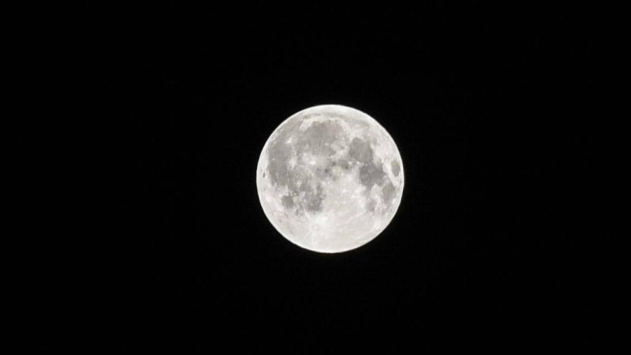 Подвешенный на тросе спутник изучит загадочные светлые полосы на поверхности Луны