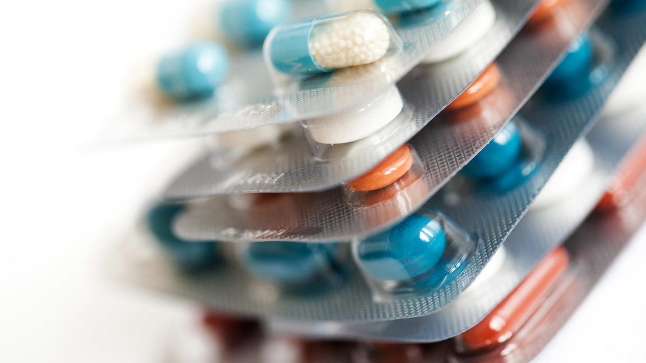 Чужой среди своих: открыт ещё один опасный побочный эффект приёма антибиотиков