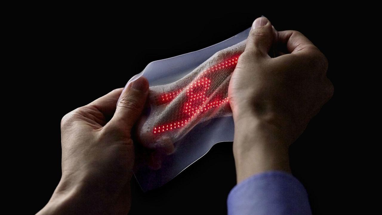 Электронная кожа покажет данные ЭКГ человека прямо на его руке