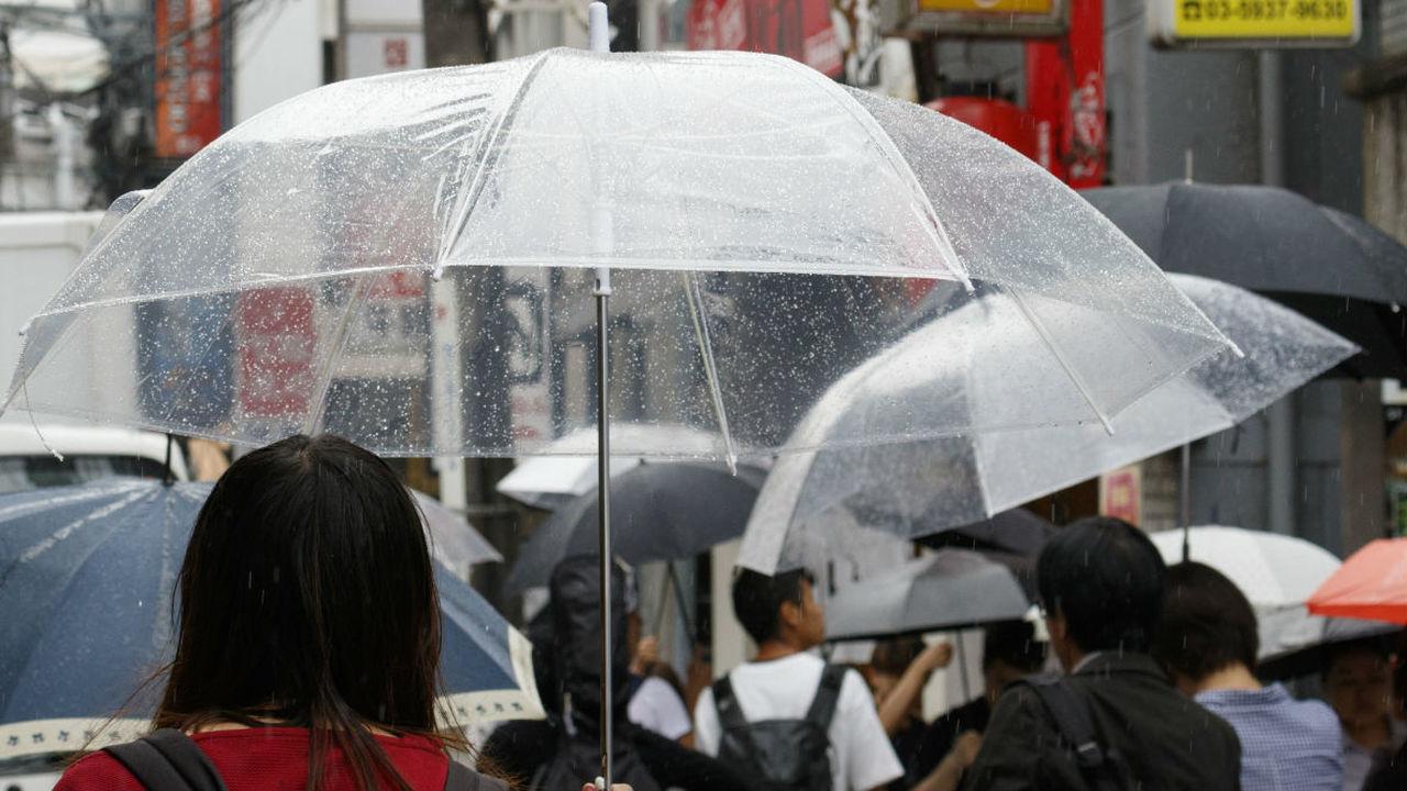 Японские инженеры создали летающий зонтик