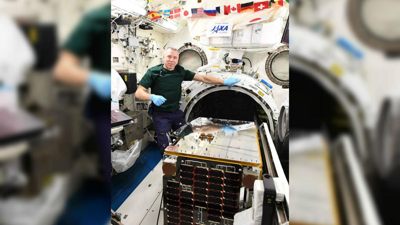 На МКС начали первое тестирование спутника для сбора космического мусора