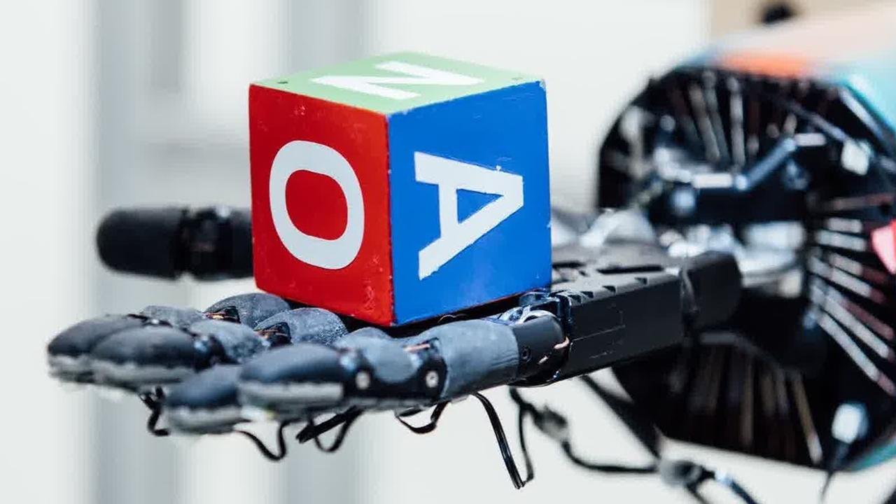 Ловкость рук: робототехнику начали обучать в виртуальной реальности