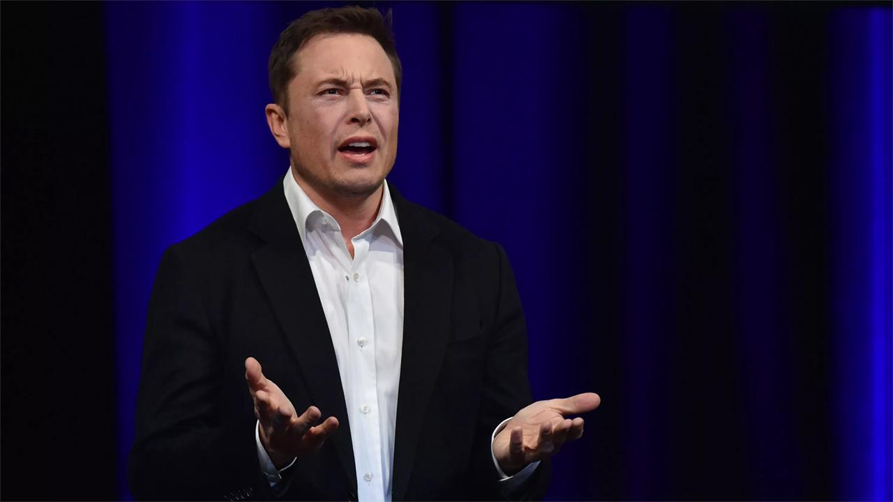 Илон Маск вынужден натри года покиуть пост председателя совета начальников Tesla