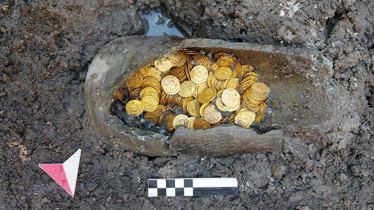 """Под старым театром нашли """"горшочек с золотом"""" на миллион евро"""