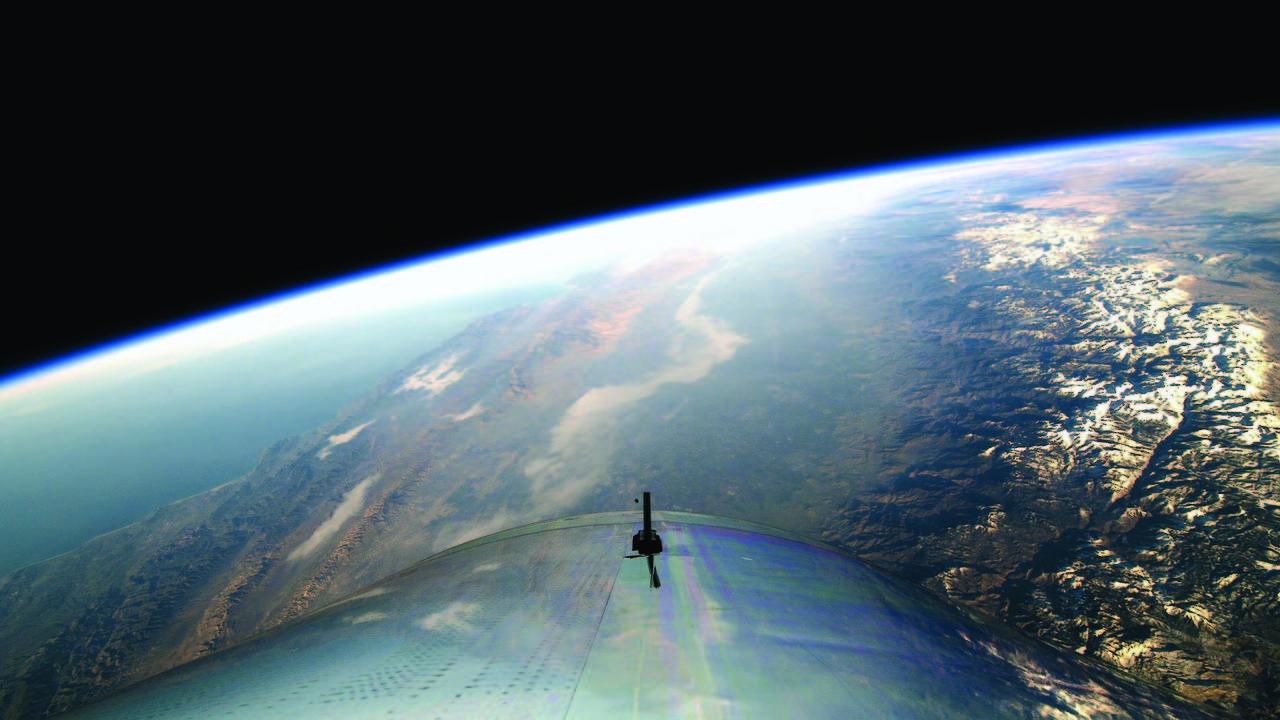 Человек впервые поднялся в космос на частном космическом корабле