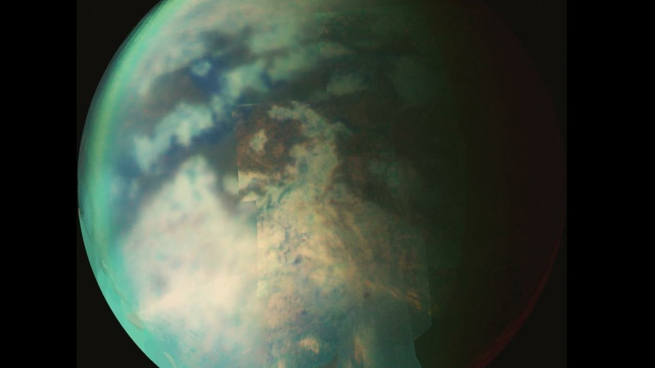 """Лето близко: снимки """"Кассини"""" указали на метановый дождь на Титане"""
