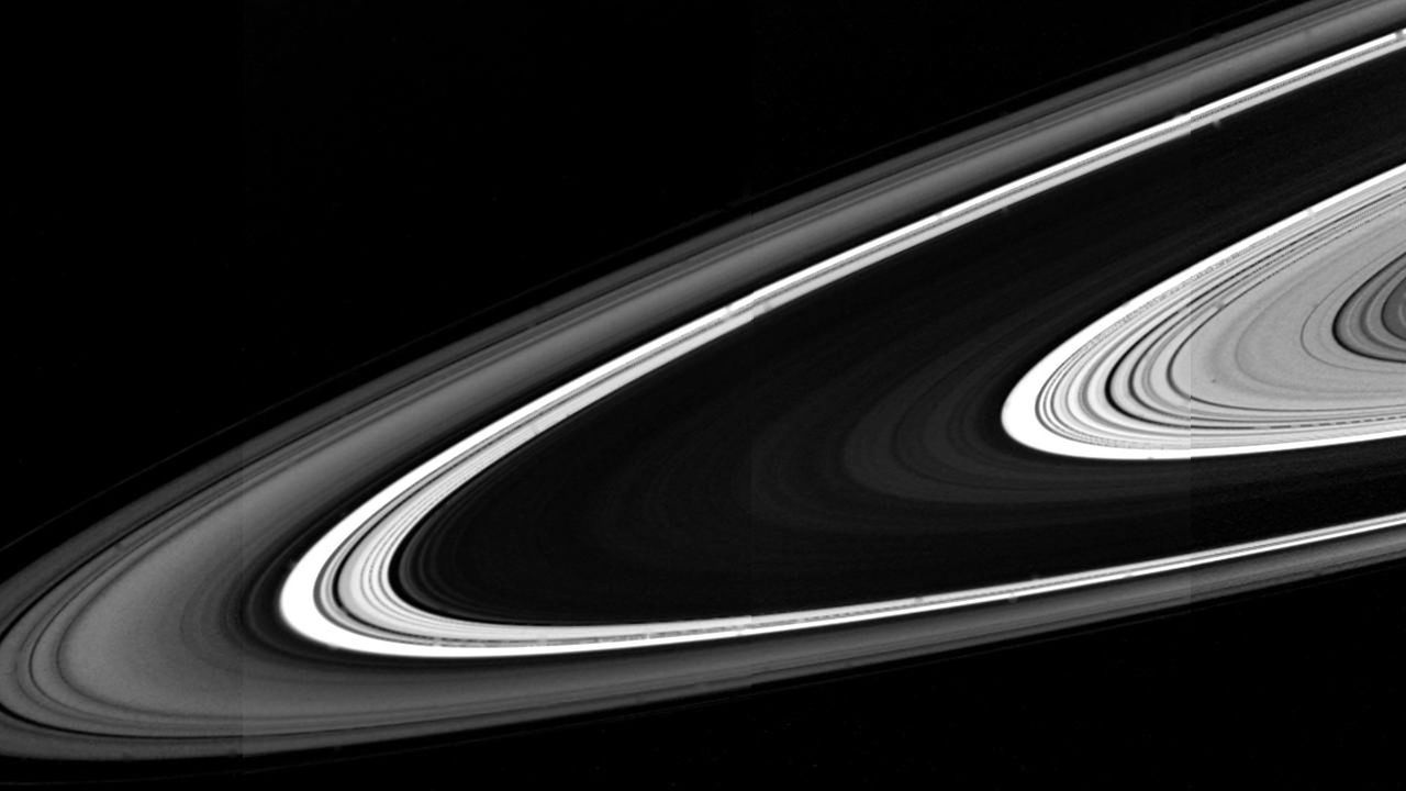Надень кольца: астрономы определили возраст главного украшения Сатурна