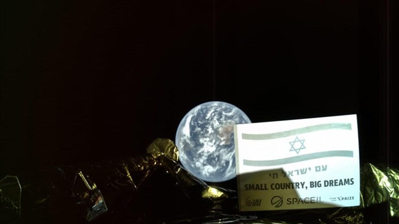 Первый частный лунный зонд прислал своё первое селфи