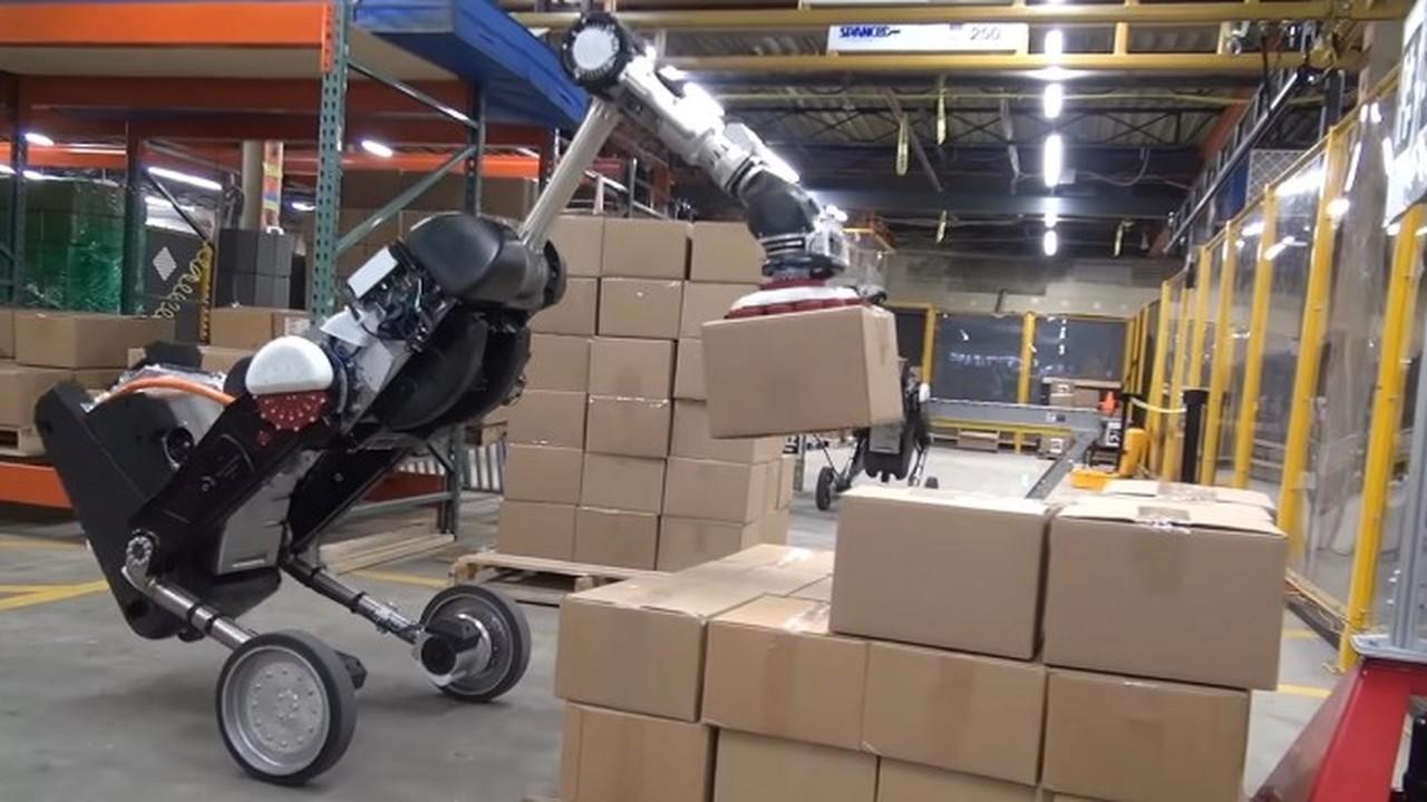 Boston Dynamics показала робота-грузчика, напоминающего тирекса