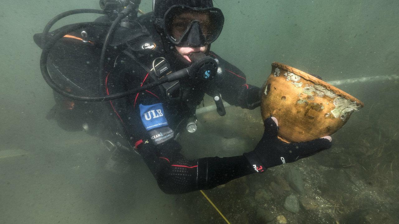 Тайная религия: археологи обнаружили в озере Титикака древние ритуальные подношения