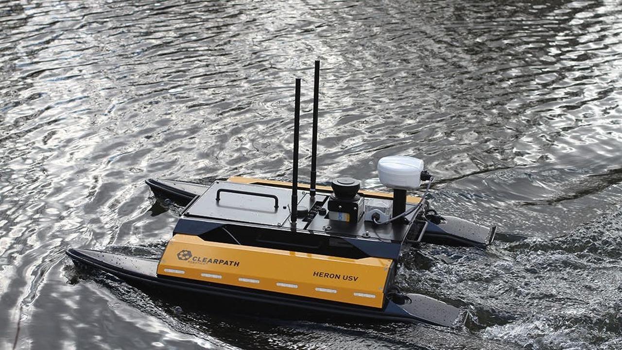 Как квадрокоптер, но передвигается по воде: представлен новый нестандартный беспилотник