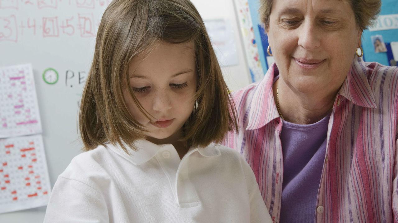 Почему родители должны научить детей отдавать деньги на благое дело