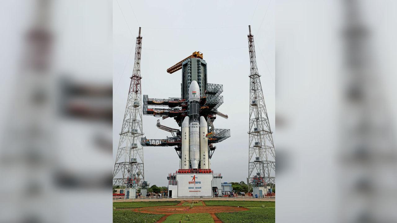 """Стартовала миссия """"Чандраян-2"""" с первым индийским луноходом"""