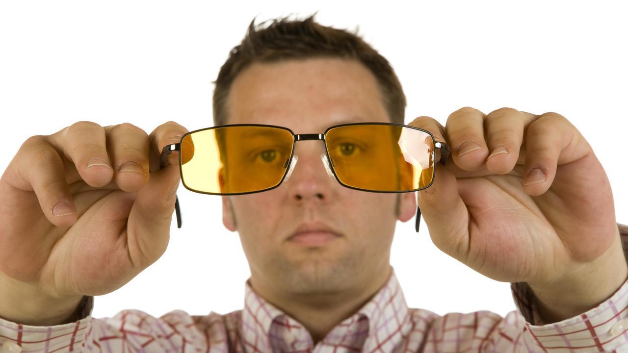 Польза от очков с жёлтыми линзами для вождения ночью оказалась мифом