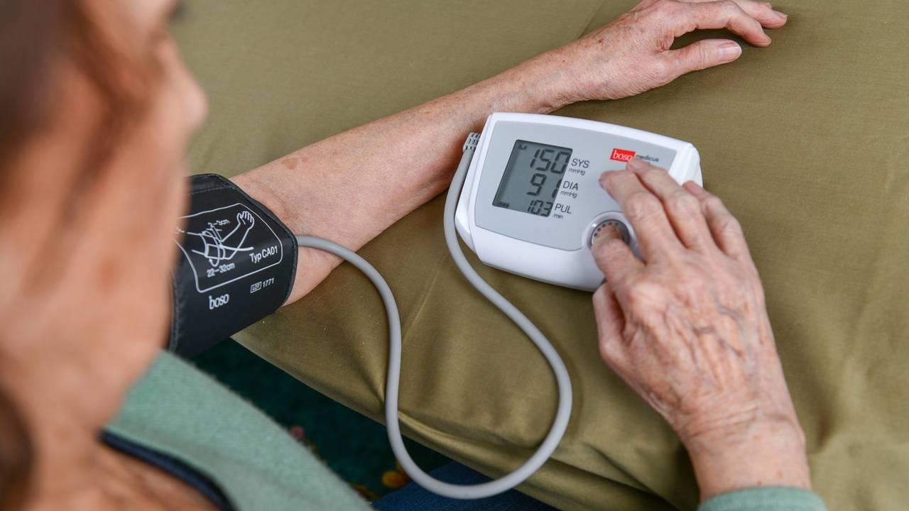 Почему людям в 40 лет необходимо следить за кровяным давлением?
