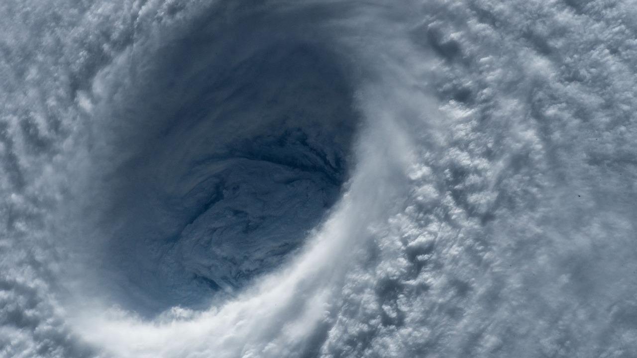 Геофизики обнаружили, что ураганы вызывают землетрясения