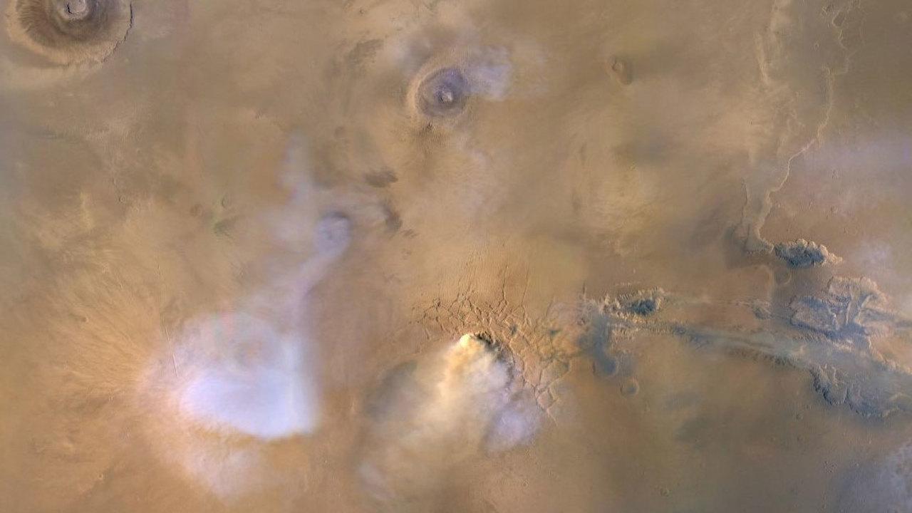 Пыльные бури уносят воду с Марса
