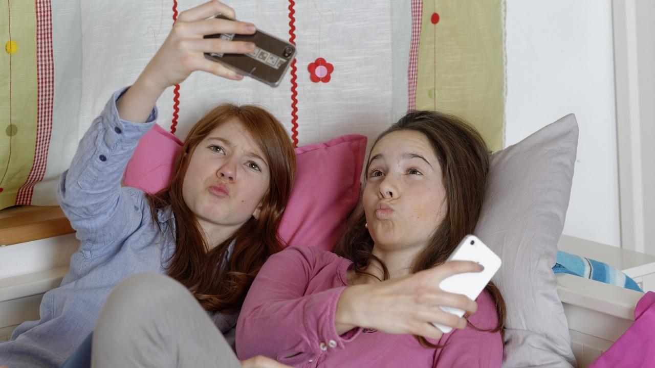 Психиатры подсчитали, сколько подростков зависит от смартфонов