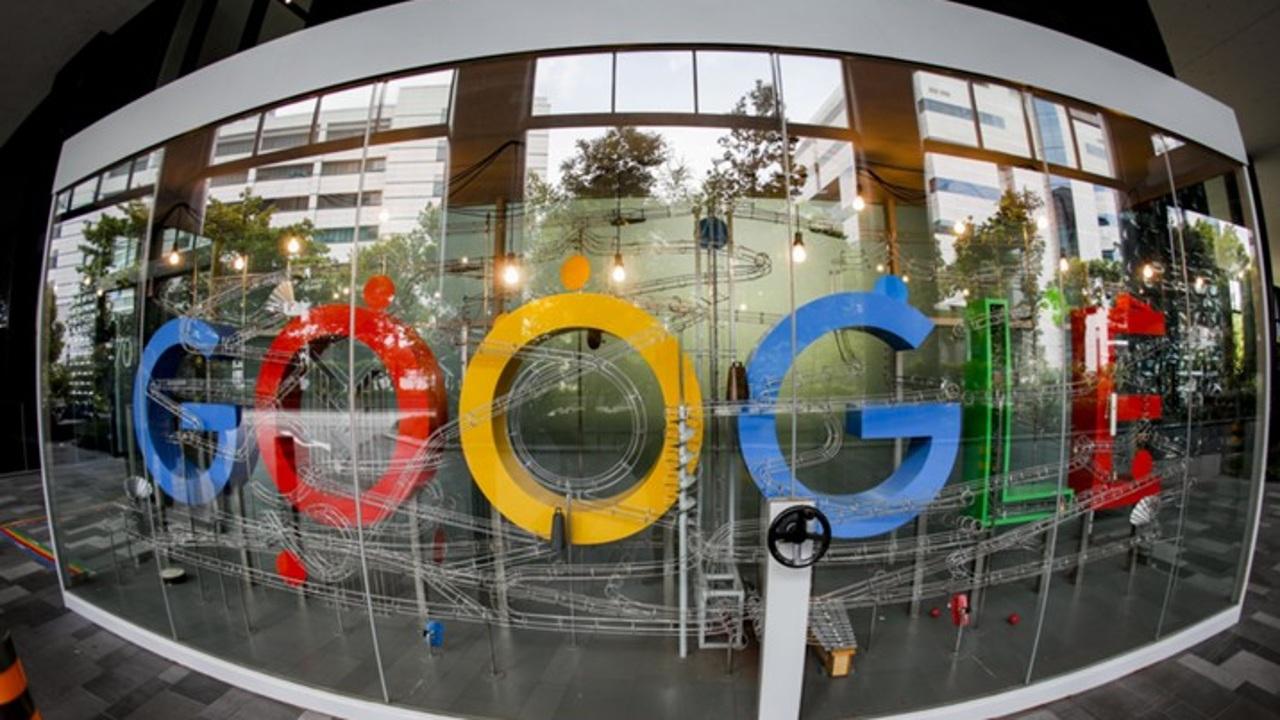 Компанию-владельца Google оценили в триллион долларов