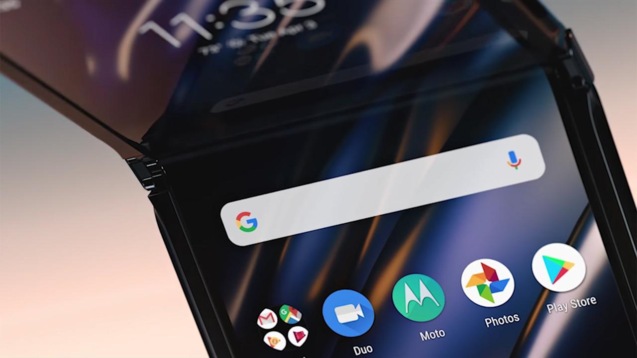 Motorola рассказала, как не испортить смартфон Razr с гибким экраном