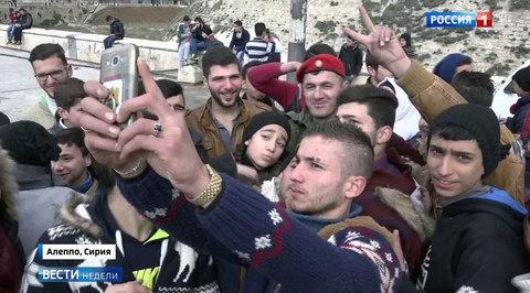 Российские военные в Алеппо следят за порядком и играют с детьми