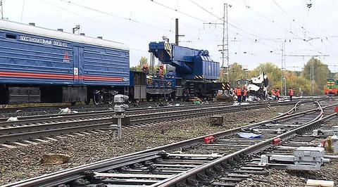 Под Владимиром поезд врезался в заглохший автобус
