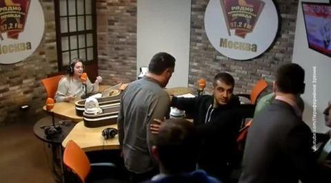 Николай Сванидзе и Максим Шевченко подрались в прямом эфире из-за спора о Сталине