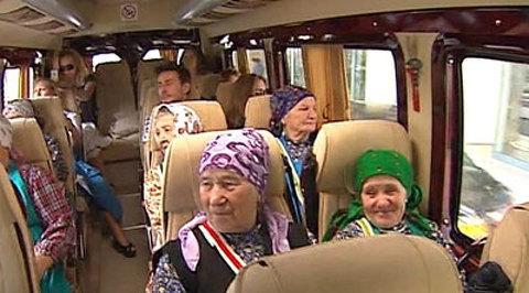 """Евровидение-2012. """"Бурановские бабушки"""" домой везут горы подарков и море любви"""