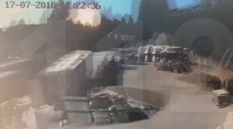 Мощный взрыв в Петербурге попал на видео