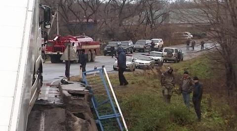 Водитель грузовика, после проезда которого рухнул мост в Приморье, арестован