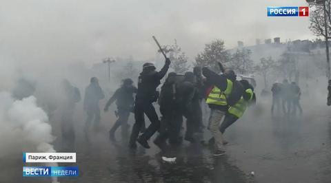Погромы в Париже: Макрону остается надеяться, что