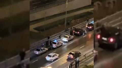 Буйная женщина сбросила маленьких дочек с моста на юго-востоке Москвы