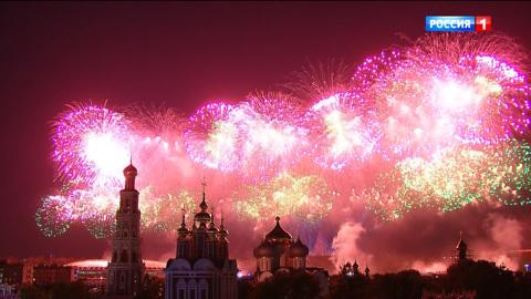Военный парад, посвященный 75-й годовщине Победы в Великой Отечественной войне 1941-1945 годов. Москва. Праздничный салют