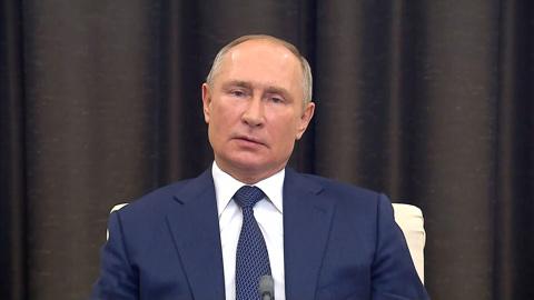 Президент ответил на вопрос робота и пообщался в волонтерами