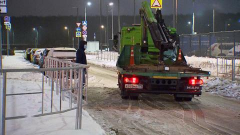 Местное время. Вместо ЖК с удобным паркингом москвичи переехали в автогетто